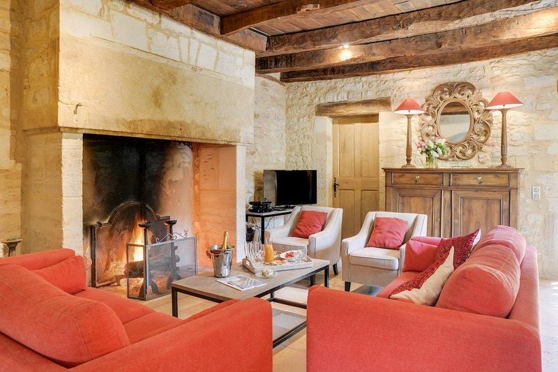 Saint-Amand-de-Coly Villa Sleeps 8 with Pool and Air Con - 5577054, location de vacances à Jayac