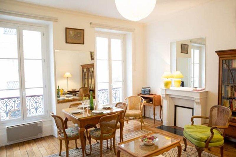 Cosy 2 bedroom Eiffel Tower doorstep, vacation rental in Malakoff