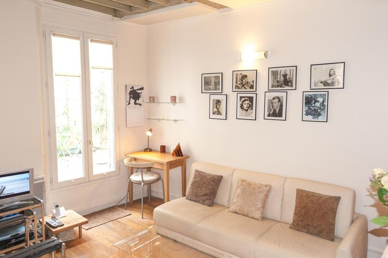 Outstanding studio in the heart of the Marais ..., holiday rental in Pantin