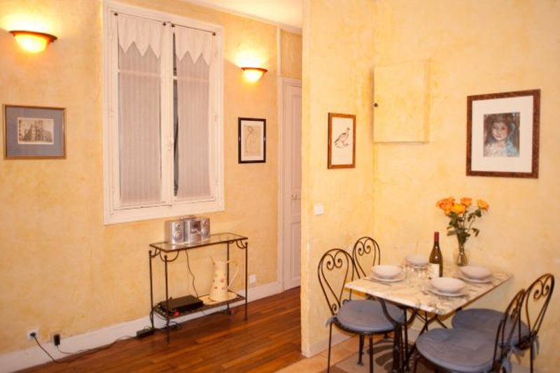 Ideal 2 bedroom apartment in Le Marais just by the Seine, vacation rental in Malakoff