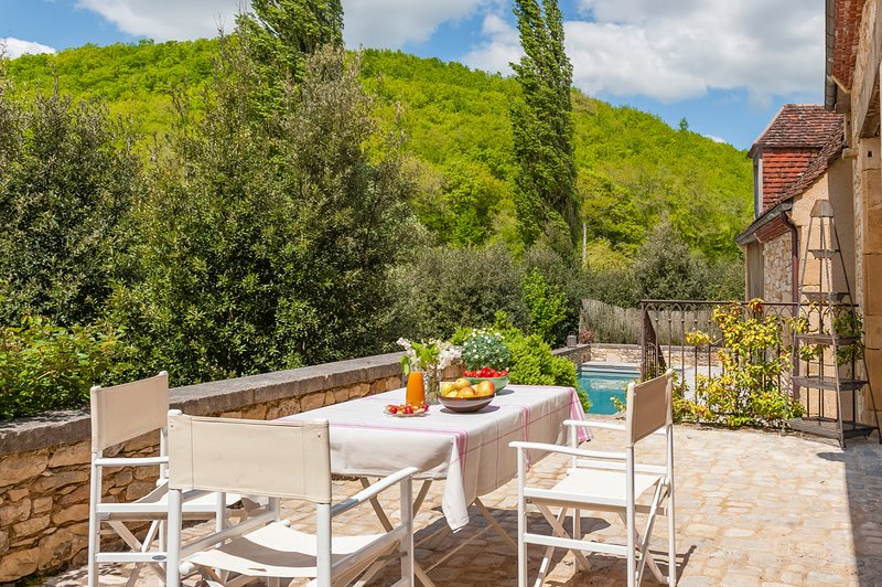 Saint-Amand-de-Coly Villa Sleeps 6 with Pool and Air Con - 5576508, location de vacances à Jayac
