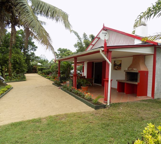 Nice studio with sea view & terrace, vacation rental in Toamasina Province
