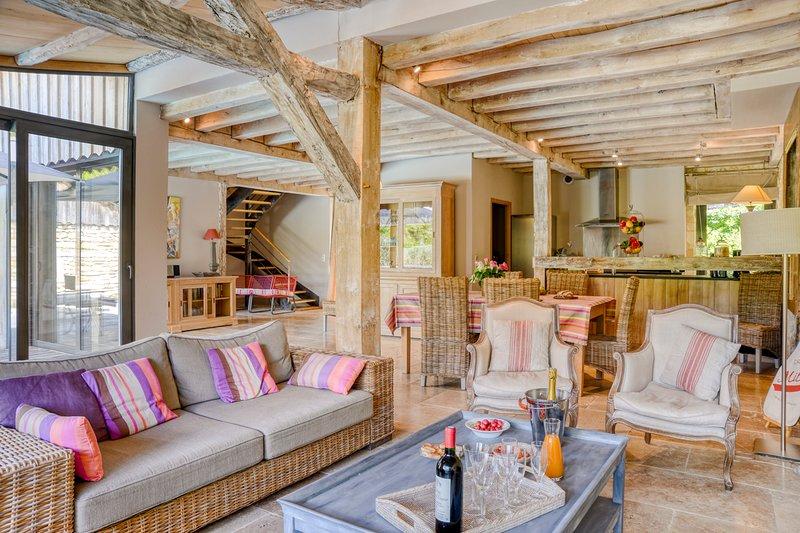 Saint-Amand-de-Coly Villa Sleeps 6 with Pool and Air Con - 5576510, location de vacances à Jayac