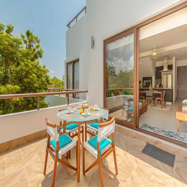 Enjoyable Penthouse steps from Pool & FREE Access to Bahia Principe Resort!, holiday rental in Chacalal