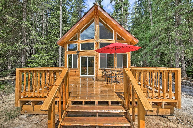 Troy Log Cabin w/ Stunning Mountain Views!, holiday rental in Troy