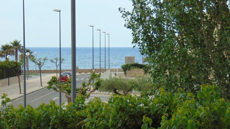 0035- Hermoso estudio a estrenar, terraza con vista al mar, vacation rental in L'Hospitalet de l'Infant