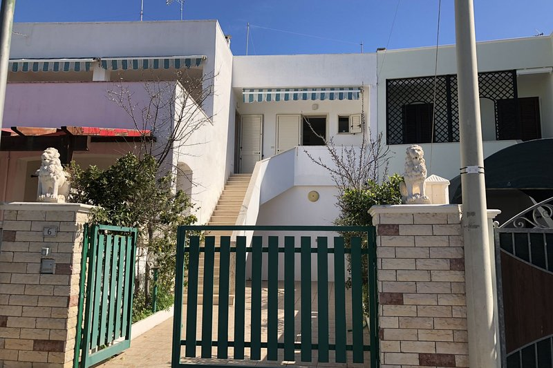 Villino Gallipoli Low Cost, vacation rental in Taviano