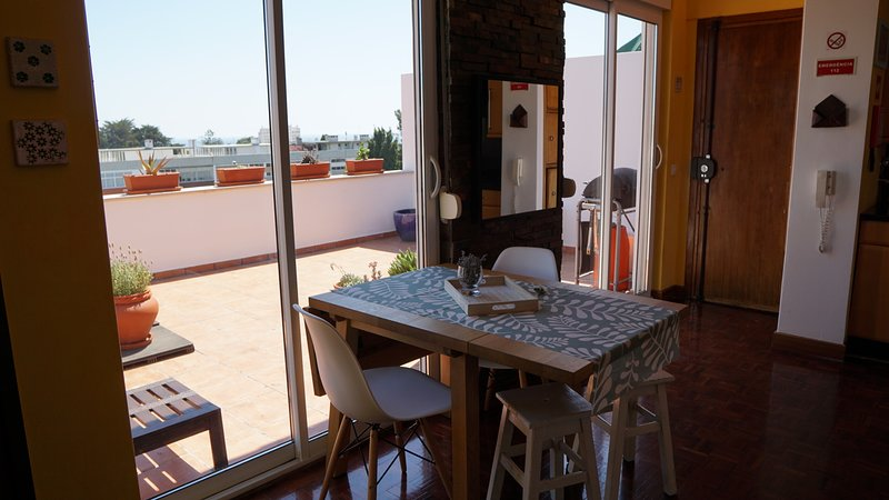 Carcavelos Luze Beach House, holiday rental in Paco de Arcos