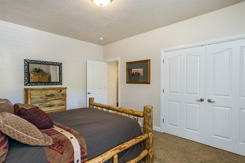 Photo of Lakeside Unit 15   3 Bed