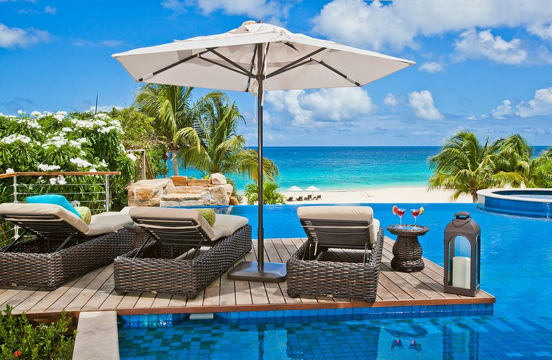 Nevaeh Villa Anguilla, 9 bedroom beachfront villa (5, 6, 8 bed rates on request), vacation rental in Little Harbour