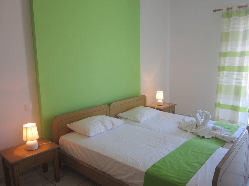 ECONOMIC STUDIO IN THE HEART OF CRETE B9, holiday rental in Ammoudara