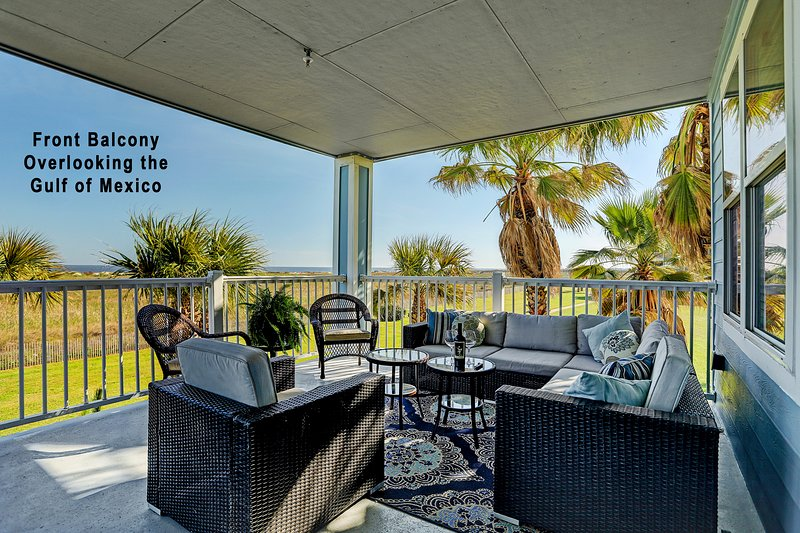 Oceanfront condo w/ bay & ocean views, shared hot tub, pool - close to beach!, holiday rental in Galveston Island