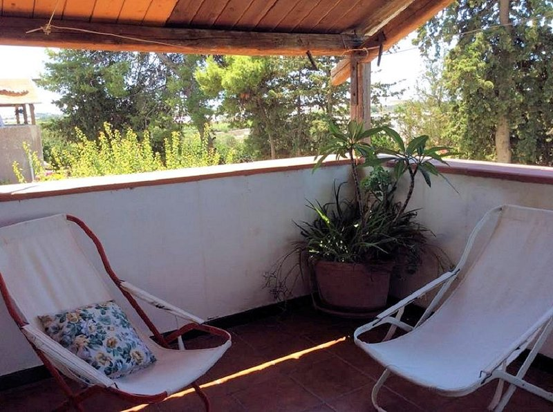 SAN BASILIO GUEST HOUSE, holiday rental in Granelli