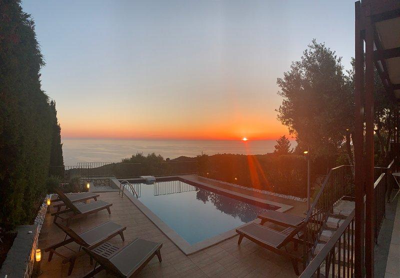 Villa Elia - Stunning Private Luxury Villa with Magnificent Views and extras!, location de vacances à Fiscardo