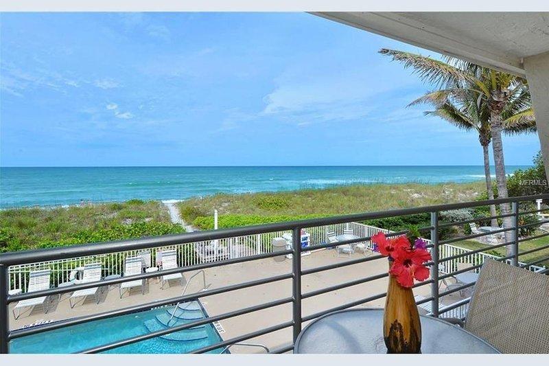 Amazing beachfront View & balcony on Longboat Key, vacation rental in Longboat Key