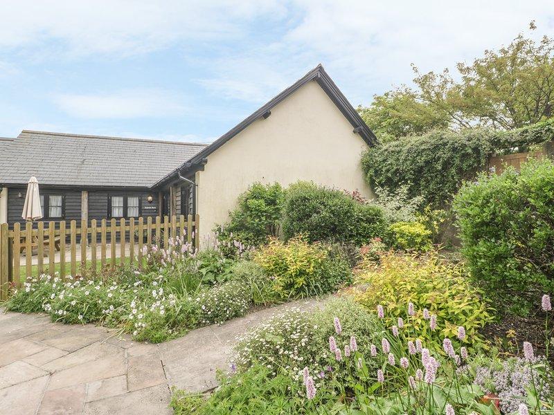 CORNER BARN, single-storey pet-friendly cottage with en-suites, woodburner, alquiler de vacaciones en Winterborne Whitechurch