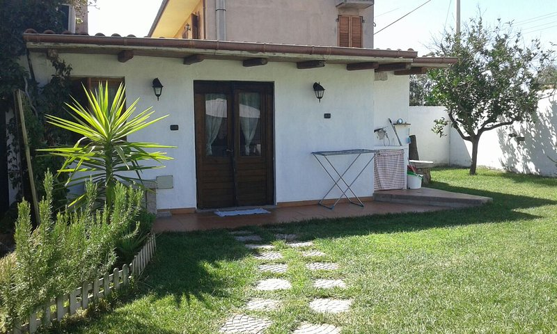 Comfortable Studio 5 minutes from the sea surrounded by a green garden: sea, relaxation, spa.
