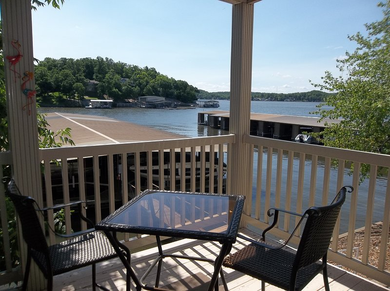 Great Condo with Great View! Close to Water's Edge! Small Complex! King Bed!, vacation rental in Lake Ozark