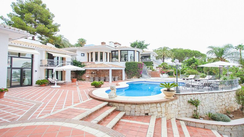 Extravagant Spanish Architecture Ocean View Villa, holiday rental in Benalmadena
