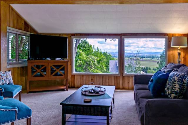 Rustic Rogue Cottage ~ Private Views of Table Rock, aluguéis de temporada em Rogue River