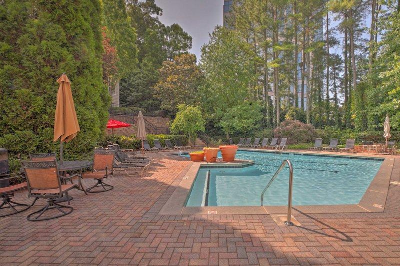 With top-notch community amenities and beds for 5, this home is 5-star.