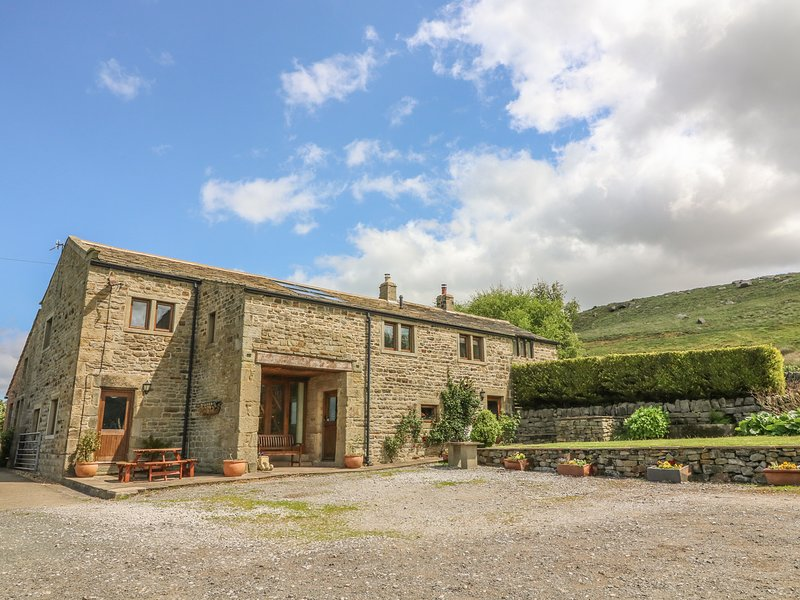 SWALLOW BARN, woodburner, WiFi, en-suites, Sky TV, stylish cottage near, alquiler vacacional en Bingley