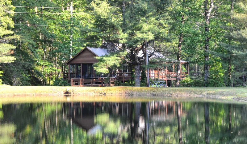 Rippling Waters Lodge - A Fishermans Paradise, holiday rental in Dillsboro