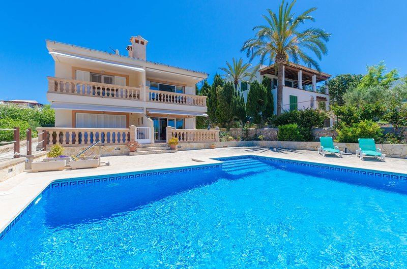 M&M - Apartment for 6 people in PORTOCOLOM, holiday rental in Cala Marcal