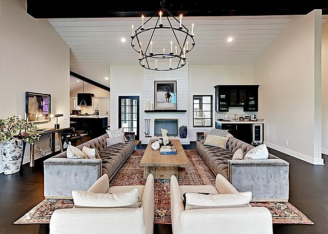 Stunning New Ranch Home on 10-Acre Farm with 3 Living Rooms & Country Views, casa vacanza a Leiper's Fork