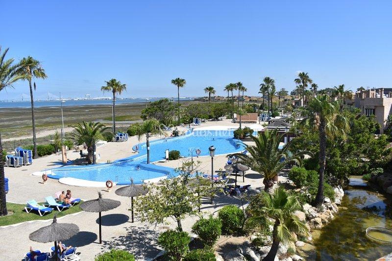 Dúplex 2 plantas en Bahía de Cádiz a 10 min de playa.Vistas a bahía, alquiler vacacional en San Fernando
