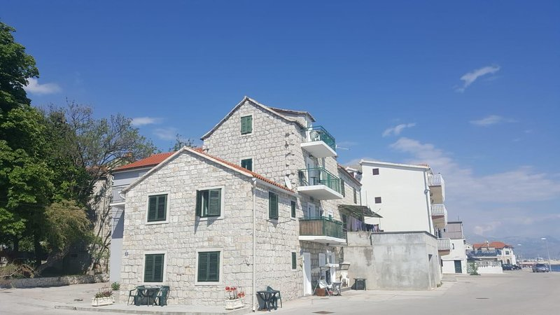 Kastel Kambelovac Apartment Sleeps 2 with Air Con - 5803414, vacation rental in Kastela