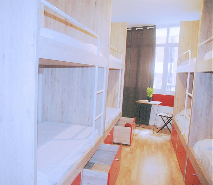 One Bed In 4 Bed Female Only Room, vakantiewoning in Barcelona