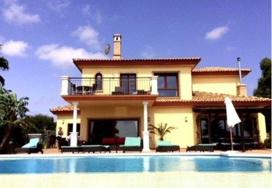 Villa bonita com vistas deslumbrantes sobre o mar