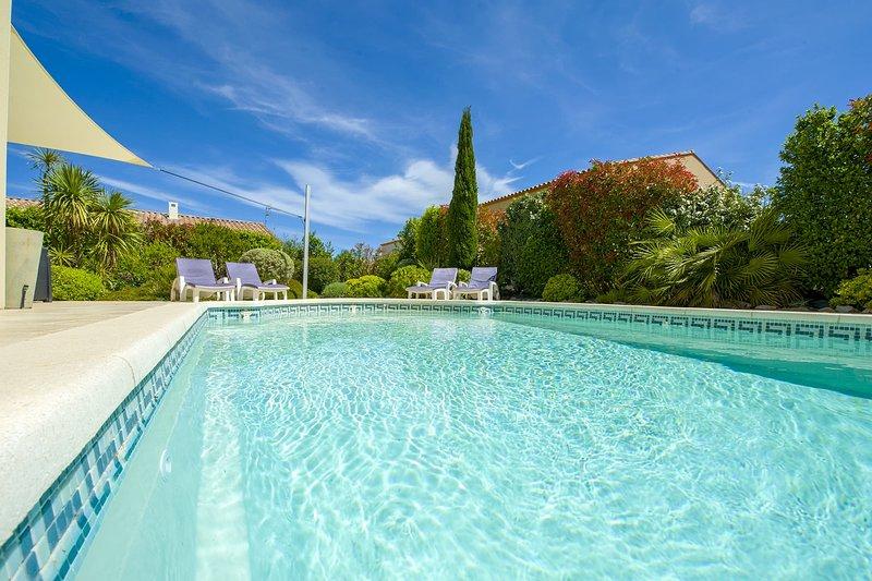 Luxury Villa; Heated Pool; Sea Views; High Speed WiFi - 10% off May & June '21, vacation rental in Opoul-Perillos