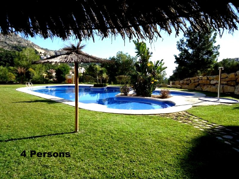 Overlooking the sea and the well lighted hills.4 persons, Ferienwohnung in Altea la Vella