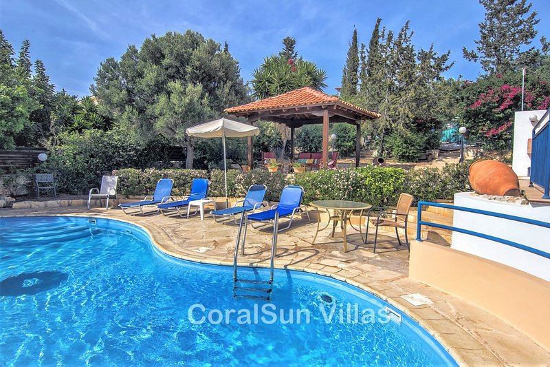 HARMONY 2 bedrm villa, Large Private Pool.Close to Amenities & Sea.Table tennis, vacation rental in Paphos