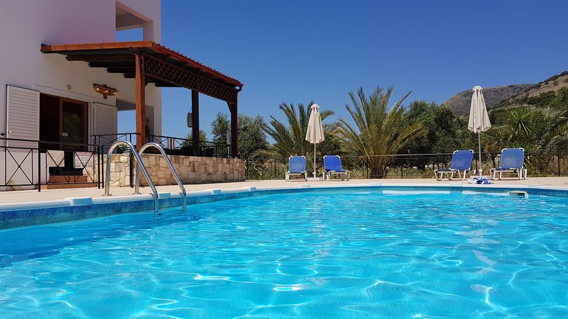 ☀️ NOT OVERLOOKED ☀️ Near Almyrida ☀️ Private Gated Pool ☀️ FREE WiFi, location de vacances à Crète