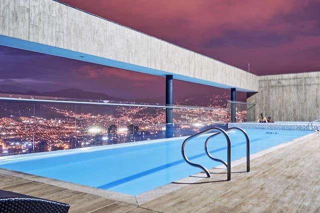 ★Charming Apartment ★Pool top Floor, holiday rental in Santa Elena