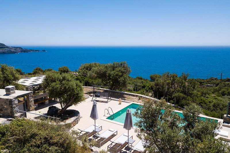 Villa Stone Thromila with amazing sea views,  private pool and near the beach, alquiler vacacional en Rethymnon