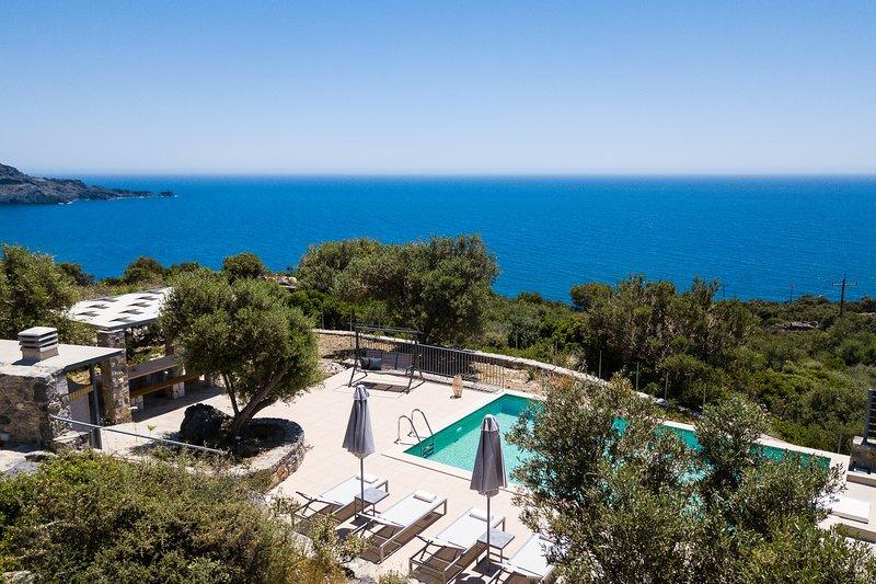Villa Stone Thromila with amazing sea views,  private pool and near the beach, Ferienwohnung in Kreta