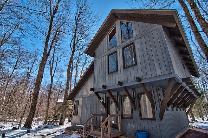 Our cozy and warm family vacation home, casa vacanza a Pocono Pines