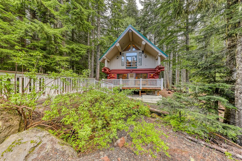 Dog-friendly hideaway near Timberline, hiking, and other local attractions!, holiday rental in Government Camp