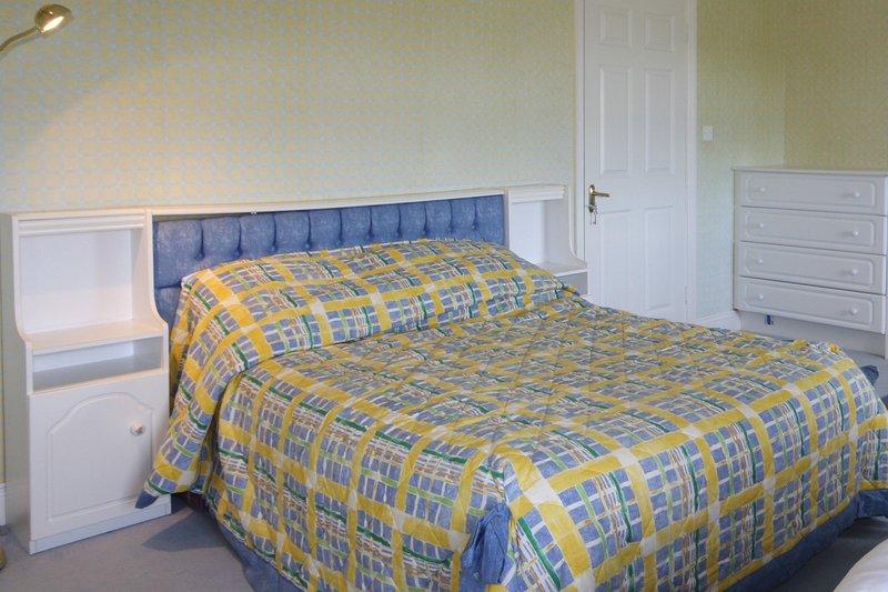 Jackie's Cottage, Claddaghduff - Jackie's Cottage is a large, elegant 5 bedroom, holiday rental in Bundouglas