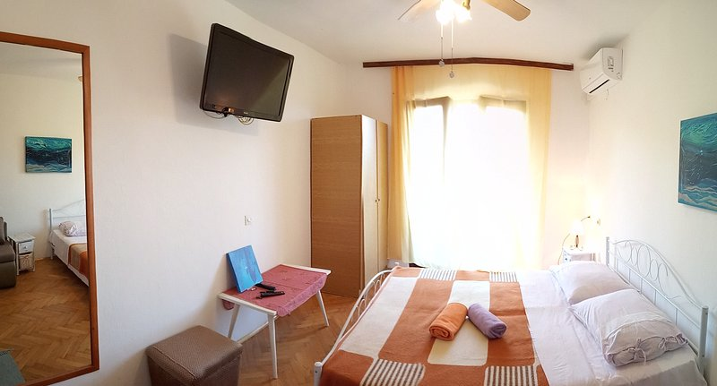 2. Sea view balcony, bedroom, bathr., WiFi, LCD TV, vacation rental in Hvar Island