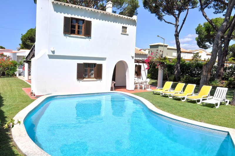 Pool Villa within Walking distance to centre, holiday rental in Vilamoura