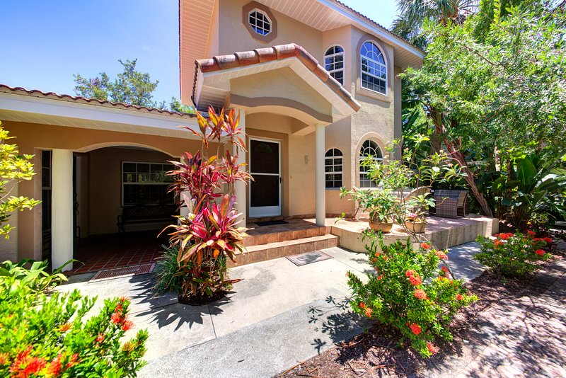 Beautiful Location On Bay Side, Water View, Pool, holiday rental in Sarasota