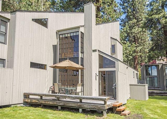 CHC #67  Walk to Lodge Rec Area, Stunning Lake & Mountain Views!, aluguéis de temporada em Camp Sherman