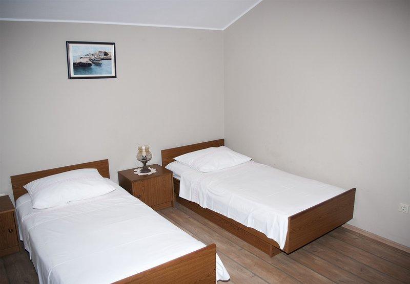 Apartments Čaće, alquiler de vacaciones en Krapanj