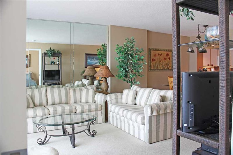 Furniture,Room,Indoors,Living Room,Table