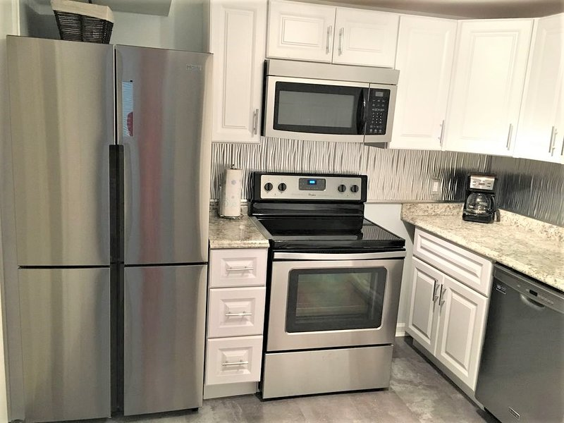 Red Rocks/West Denver Cozy 2 bed/ full Kitchen Apt, holiday rental in Lakewood